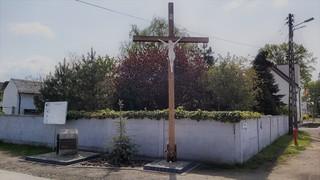 Krzyż i kamień jubileuszowy.jpeg